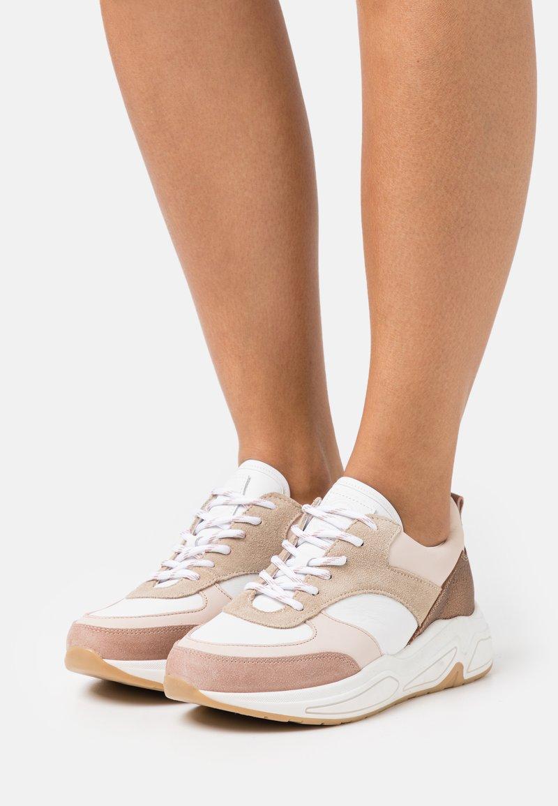 Bullboxer - Sneakersy niskie - pink