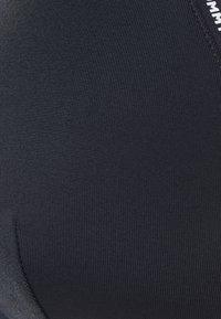 Tommy Hilfiger - TAPE EXCLUSIVE TRIANGLE - Horní díl bikin - desert sky - 6
