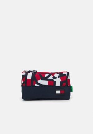 CORE PENCIL CASE FLAG PRINT UNISEX - Pencil case - red