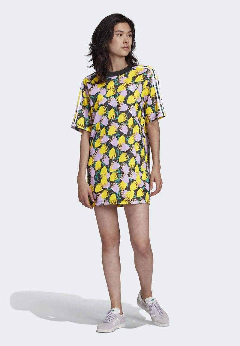 adidas Originals - BELLISTA TEE DRESS - Vestido informal - yellow