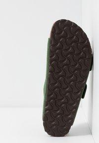 Birkenstock - ARIZONA SOFT FOOTBED NARROW FIT - Domácí obuv - green - 4