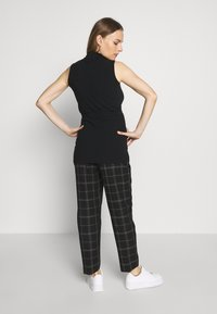 Dorothy Perkins Maternity - MATERNITY GRID CHECK ANKLE GRAZER - Trousers - black - 2