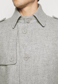 DRYKORN - SKOPJE - Krátký kabát - light grey - 6