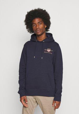 MEDIUM ARCHIVE SHIELD HOODIE - Sweatshirt - evening blue