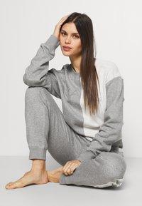 KARL LAGERFELD - LOUNGE UNISEX - Pyjama bottoms - grey melange - 3