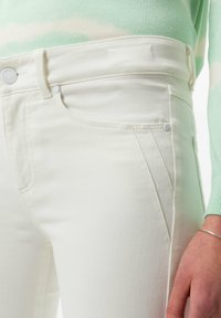 BRAX - STYLE ANA S - Jeans Skinny Fit - off-white - 3