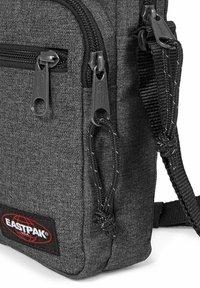 Eastpak - DOUBLE ONE CORE COLORS - Across body bag - black denim - 4