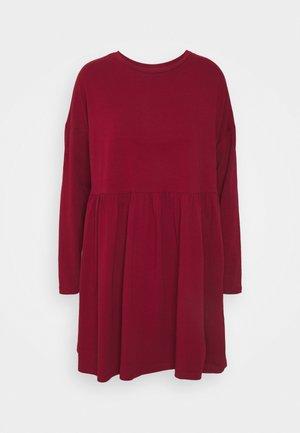 NMKERRY DRESS - Jerseykleid - rhubarb