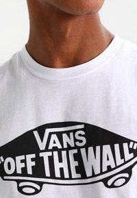 Vans - MN VANS OTW - Print T-shirt - white - 4