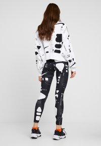 Nike Sportswear - AIR - Leggings - black/white - 2