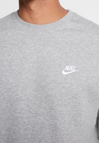 Nike Sportswear - CLUB - Sweatshirt - grey heather/white - 4