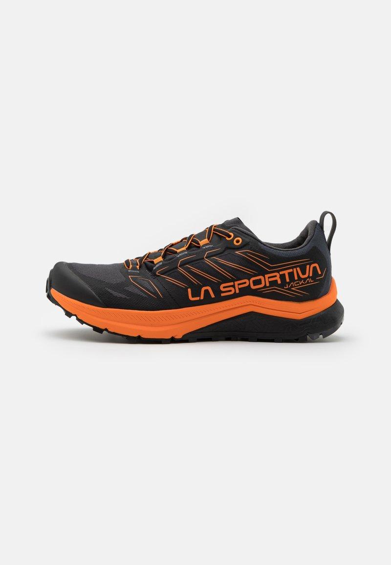 La Sportiva - JACKAL - Běžecké boty do terénu - black/tiger