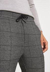 Only & Sons - ONSLINUS CROP CHECK PANTS - Trousers - grey melange - 5