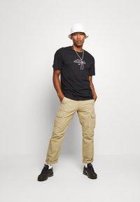 Nike Sportswear - TEE - Print T-shirt - black/white - 1