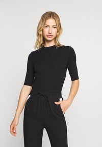 Monki - SABRINA 2 PACK - T-shirt basique - black/white - 4