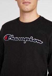 Champion - BIG SCRIPT LOGO CREWNECK - Sweatshirt - new black - 4