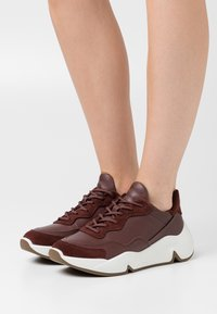 ECCO - CHUNKY  - Sneakersy niskie - brown - 0
