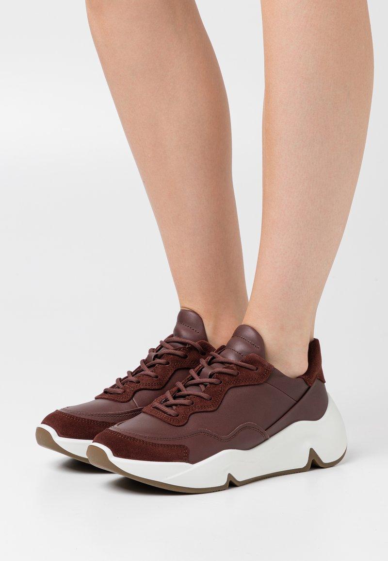 ECCO - CHUNKY  - Sneakersy niskie - brown