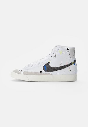 BLAZER MID - Höga sneakers - white/black-white-sail-black-team orange
