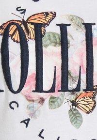 Hollister Co. - TECH CORE - Print T-shirt - white - 6