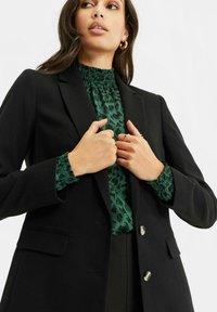 WE Fashion - Short coat - black - 4