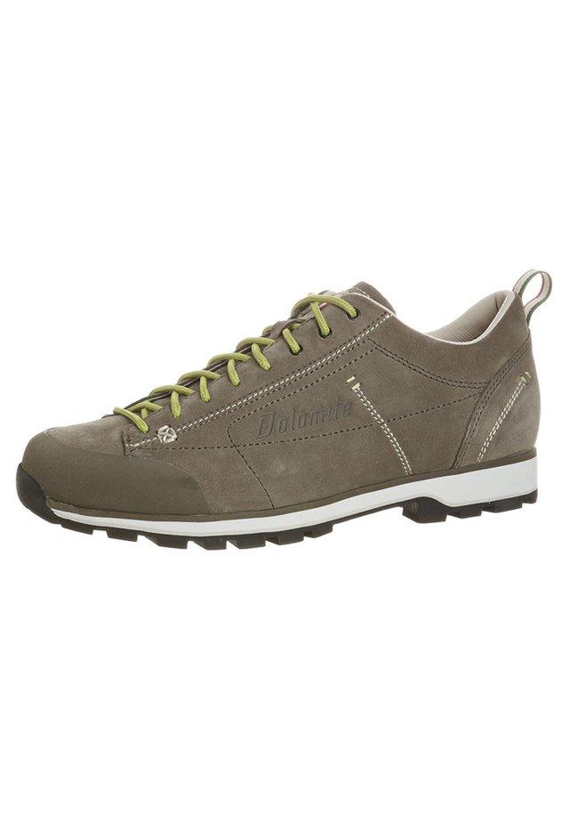 CINQUANTAQUATTRO - Hiking shoes - fango/verde