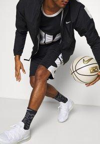 Nike Performance - Sportovní kraťasy - black/white - 3