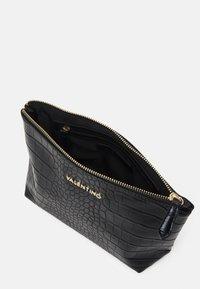 Valentino Bags - ANASTASIA - Wash bag - nero - 2