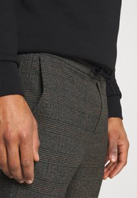 Only & Sons - ONSLINUS CROP CHECK PANTS - Trousers - grey melange