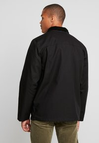 Vans - DRILL CHORE - Summer jacket - black - 2
