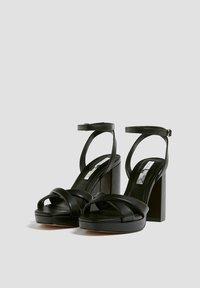 PULL&BEAR - MIT GESTEPPTEM ÜBERFUSSRIEMEN - High heeled sandals - black - 2