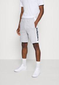 Lacoste - Spodnie treningowe - argent chine/blanc/noir - 0