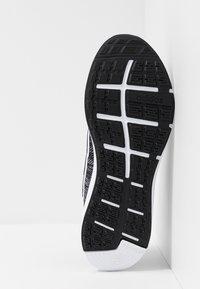 adidas Performance - ENERGYFALCON CLOUDFOAM RUNNING SHOES - Neutrale løbesko - core black/footwear white - 4