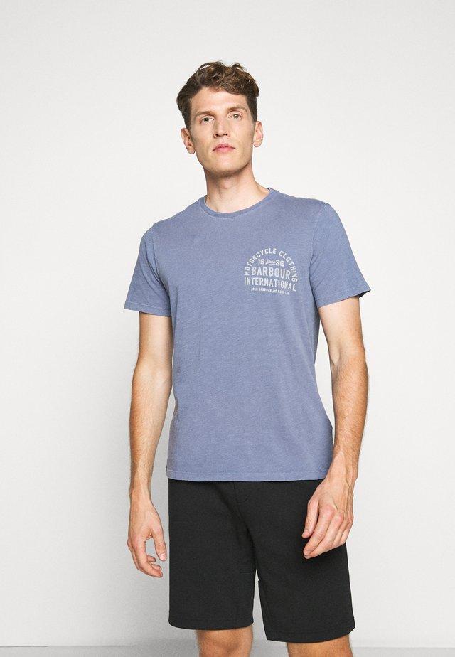 VISOR TEE - T-shirt imprimé - blue metal