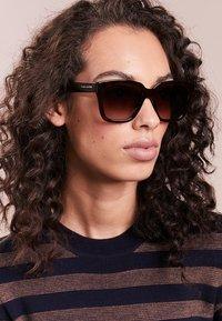 Marc Jacobs - Sluneční brýle - brown - 1