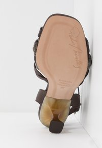 Pedro Miralles - Sandals - coco louisiana/marron nature testa - 6
