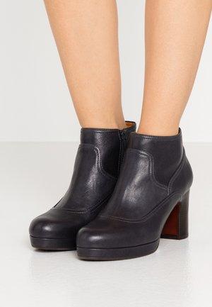 AMEBA - Ankle boots - barna navy