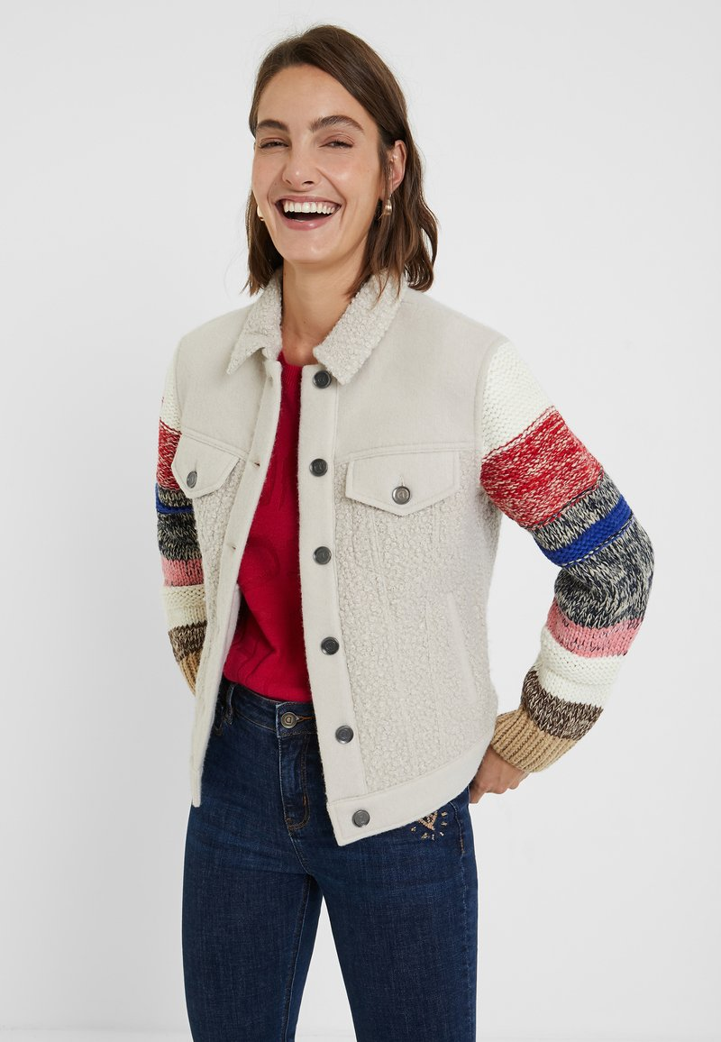 Desigual - CHAQ_CHARLIE - Giacca in pile - white