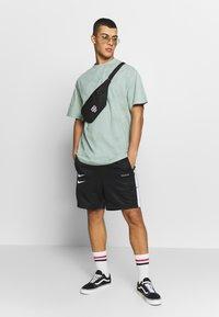 Nike Sportswear - M NSW SHORT PK - Shorts - black/white - 1