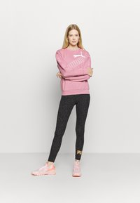 Puma - AMPLIFIED CREW - Sweatshirt - foxglove - 1