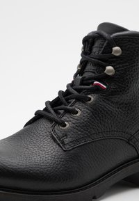 Tommy Hilfiger - CLASSIC TUMBLE BOOT - Lace-up ankle boots - black - 5