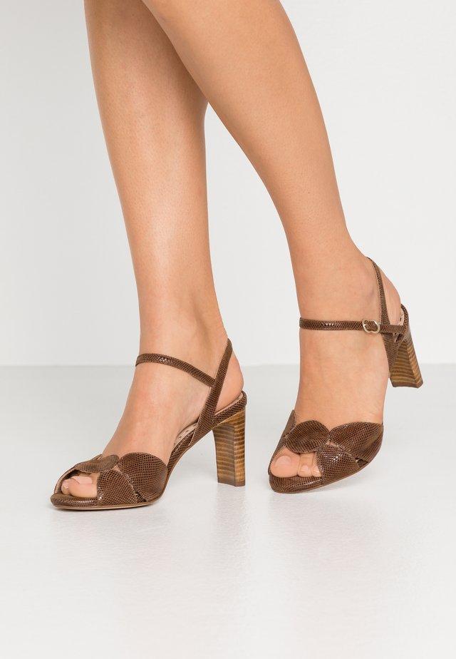 Sandaalit nilkkaremmillä - minikarunga tabaco