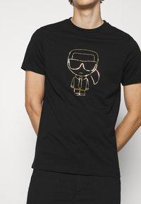 KARL LAGERFELD - CREWNECK - Print T-shirt - black/gold - 5