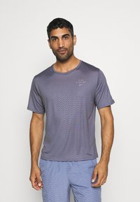 Nike Performance - Nike Run Division - Print T-shirt - world indigo - 0