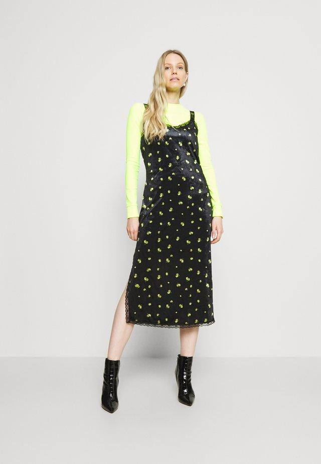 VIOLET DRESS - Shift dress - luminary yellow flow