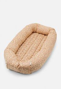 Konges Sløjd - BABY NEST UNISEX - Baby nest - rosa - 0