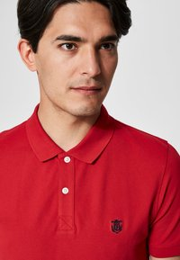 Selected Homme - SLHARO EMBROIDERY - Polo shirt - red - 4
