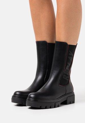 WENTWORD - Platform boots - black/red