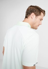 adidas Golf - CLIMACHILL TONAL STRIPE - Camiseta de deporte - glow green/white - 3