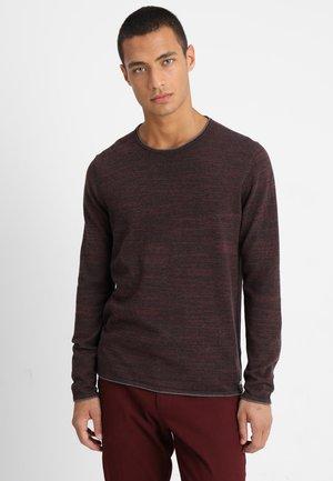 Stickad tröja - bordeaux red